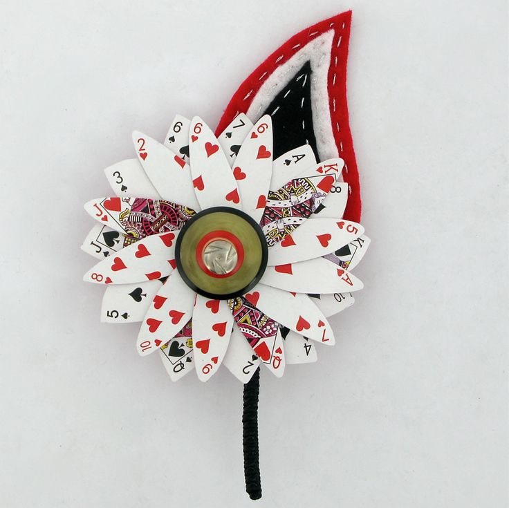 Alice in Wonderland inspired grooms corsage. We can just use Heart cards and make a photobooth prop