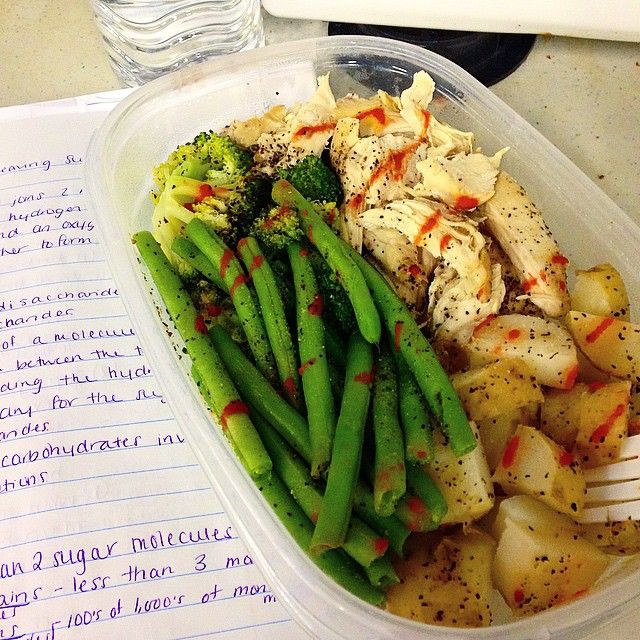 ✨break time at work was so hungry! I hope you are all having a wonderful Thursday! we are so close to the weekend I can almost taste it  oh wait no that's my delicious bro meal in a Tupperware  Also studying a bit while I eat ✨ baked chicken breast • steamed broccoli and green beans  • boiled yellow potatoes and Sriracha drizzle on the entire meal because everyone knows that meals taste better with Sriracha