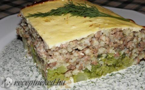 Rakott brokkoli kölessel és pulykahússal recept fotóval