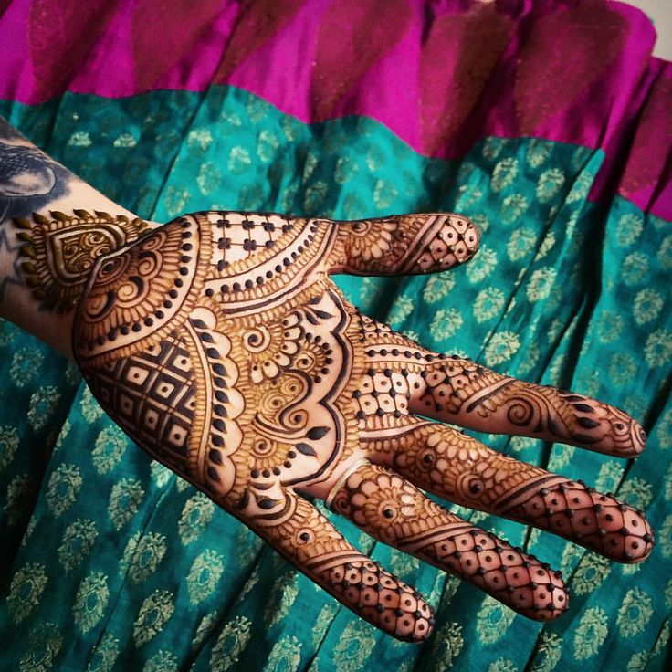 24 hours left in #Mysore and all I'm already scheming about plans for next year. What an amazing few months it's been! Looking forward to celebrating holi in #Udaipur next week, will be great to get back to #Rajasthan! #India #travel #hand #designer #art #artist #henna #hennapro #maplemehndi #mehndi #mysuru #hennaart #adornment #yogi #love #inspire