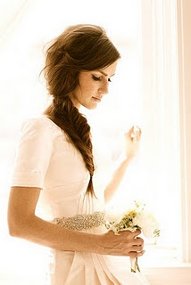 I really want to wear my hair down on my wedding day, but if it's super windy outside, may try a side plait like this one.