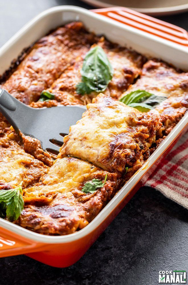 Indian Styles Lasagna Combines Vegetables Paneer And Spiced Tomato Sauce In A Super In 2020 Vegetable Lasagna Recipes Vegetarian Lasagna Recipe Indian Lasagna Recipe