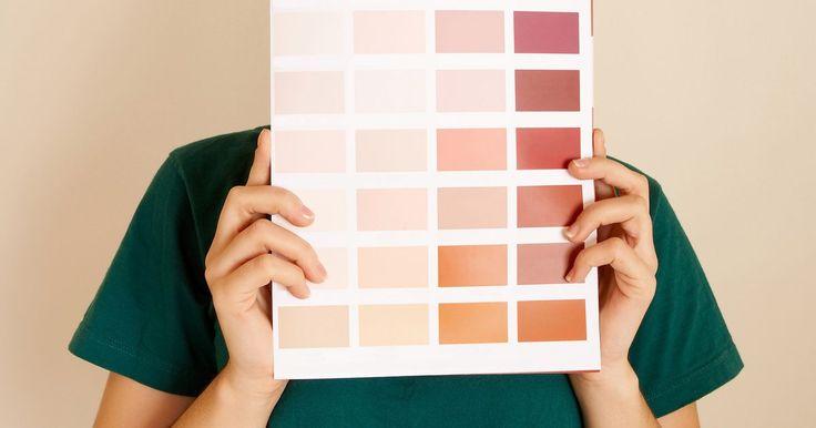 As melhores cores de tinta para combinar com móveis de madeira de cerejeira. Muitas cores de tinta podem ser usadas em aposentos com móveis de madeira de cerejeira. Os tons escuros da madeira ficam bem quando posicionados perto de esquemas de cores tradicionais e modernos.