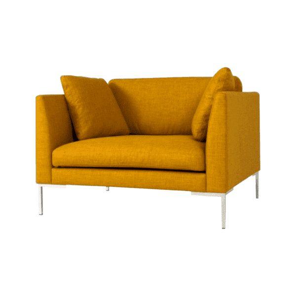 Fauteuil Cristo van het merk Only Lounge is verkrijgbaar in diverse materialen en kleuren. Deze loveseat bevat een frame van massief grenen met nosag vering. De zitkussens zijn gevuld met koudschuim en rugkussens gevuld met gesneden schuim en synthetische wol. De sierkussens zijn optioneel.