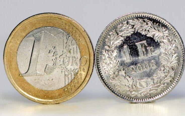 La BNS maintient le taux plancher du franc face à l'euro. La banque centrale maintient le taux plancher de 1,20 franc pour un euro, en vigueur depuis le 6 septembre 2011. Elle met également en garde sur les risques accrus sur les marchés hypothécaire et immobilier.