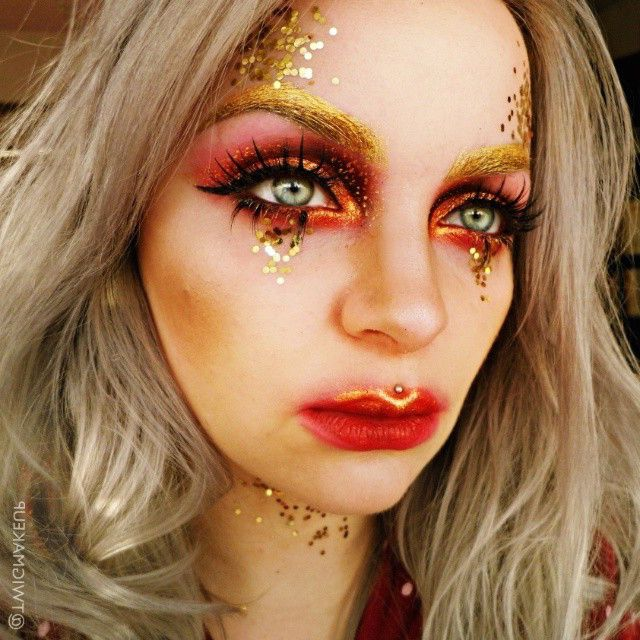 Holidays are just a little more fun when you add glitter! ✨Our girl @twigmakeup rocks a fierce gold and red makeup look, amped up just a tad more with our 'Fire Walker' lashes! Dying over those glowy gold brows and cupid's bow! WOW!#blackmagiclashes