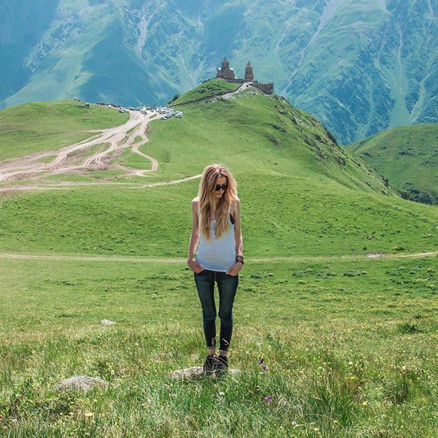 The heart of Georgia <3  #georgia #gruzja #kazbegi #travel #trip #blogpodrozniczy #blogtroterzy #polishblogger #slowlife #livefolk #livesimply #liveadventurously #collectivelycreate #ComeBackNew #nature #mountains #mountainlife #church #stepancminda #gergetissameba