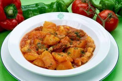 Tocăniţă de vită cu cartofi (rețete românești pe gustul tău) http://www.antenasatelor.ro/curiozit%C4%83%C5%A3i/tehnologie/8628-tocanita-de-vita-cu-cartofi-re%C8%9Bete-romane%C8%99ti-pe-gustul-tau.html