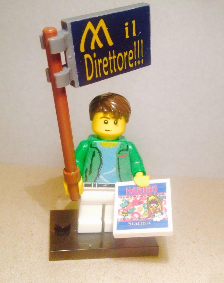 Mini figures lego personalizzata manifestante felpa hollister cartellone e sacchetto caramelle