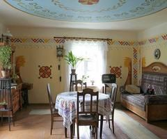 Galerijas - 1920. gadu jaunsaimnieka seta (1920s home in Latvia)