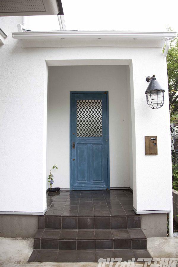 玄関ドア前にポーチが作れないか?