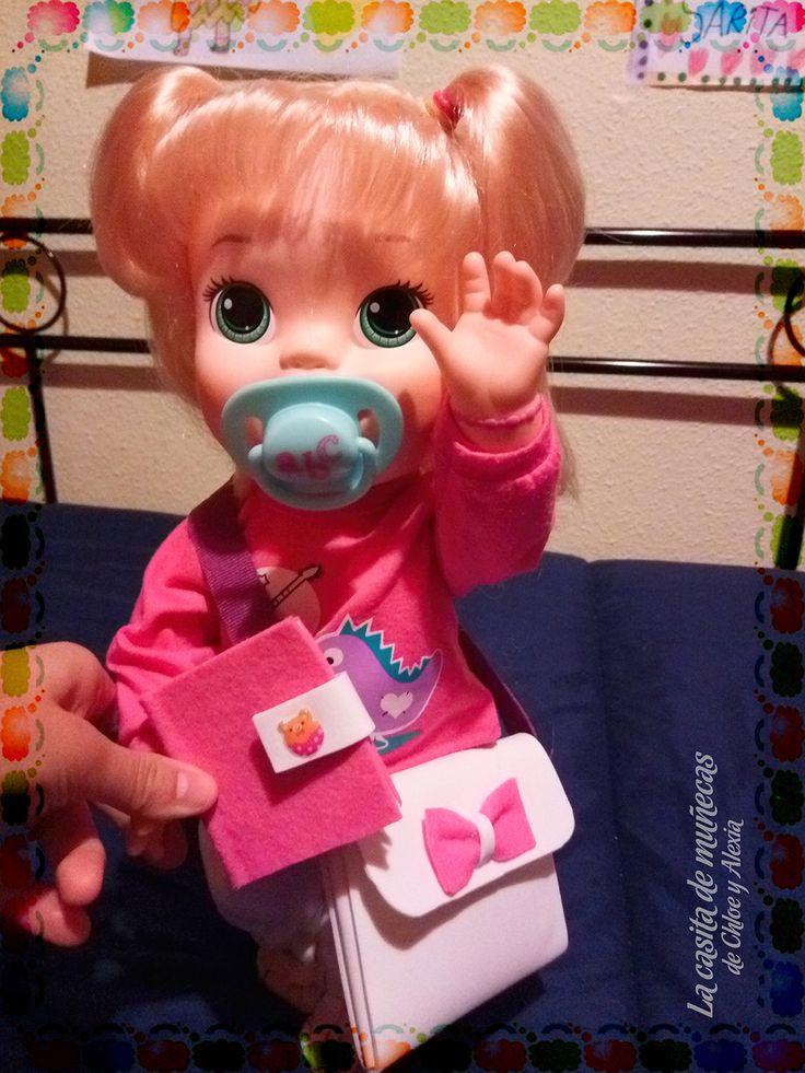 —¡Me encanta mi nuevo bolso y diario! ¡Te ha quedado precioso, mami! (Baby Alive Snackin' Sara o Sara comiditas divertidas)