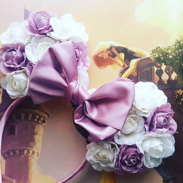 A beatiful lavendar and white floral mickey