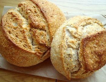 KIBIYAベーカリーのパンは天然酵母のハード系が多めです。ずっしりとした食べごたえのあるパン好きにはたまらないラインナップだと思います。