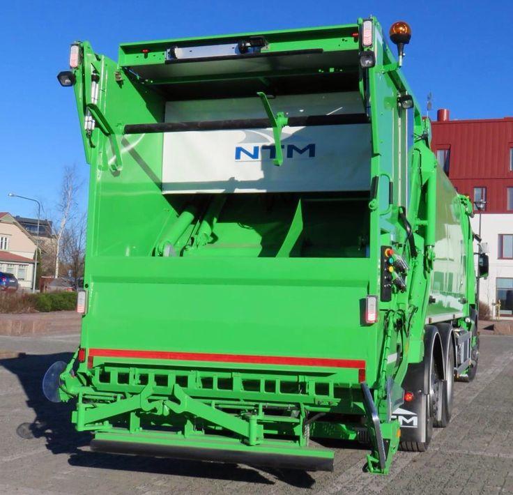 NTM KG-2K dwukomorowe śmieciarki z jednym odwłokiem i zasypem do załadunku i transportu dwóch frakcji odpadów z worków lub pojemników na śmieci. NTM KG2K 2-chamber rear loader, NTM Zwei-Kammer Hecklader, KGBH-2K är en driftssäker tvåfacksbaklastare. Refuse truck, rear loader, garbage vehicles, Kommunalfahrzeuge, Benne a ordures, Recolectores, piccoli camion, Carico posteriore