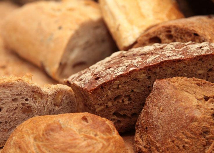 On pense tout de suite que céréales complètes est synonyme de santé et d'aliment plus sain. Mais si les packagings se vantent volontiers d'en contenir, ils n'avouent que très rarement que ces mêmes grains sont en fait beaucoup modifiés en usine et que de ce fait, il n'y a plus de grande différence entre le pain complet et le pain blanc, les bienfaits nutritionnels étant ainsi amoindris et les deuxont au passage des index glycémiques élevés.