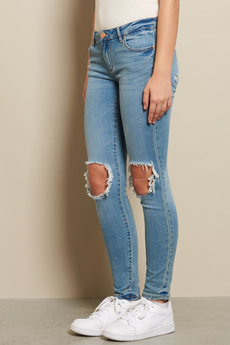 Add a vintage touch to your look! Vintage Worn Super Skinny Jeans / Shop the look: https://goo.gl/TcKOxF