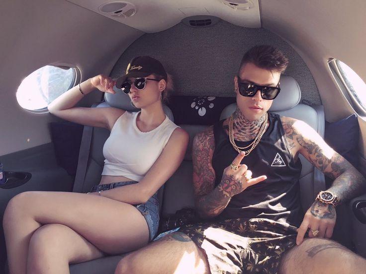 Fedez: la nuova fiamma è Greta Menchi? - Fedez si gode le vacanze ad Ibiza, insieme ad amici, bodyguard e Greta Menchi la nuova fidanzata (così pare!) del rapper milanese. - Read full story here: http://www.fashiontimes.it/2016/08/fedez-nuova-fiamma-greta-menchi/