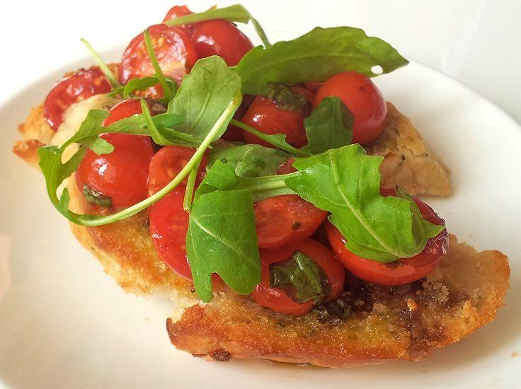 Bruschetta tomaat rucola   Het lekkerste recept vind je op AllesOverItaliaansEten