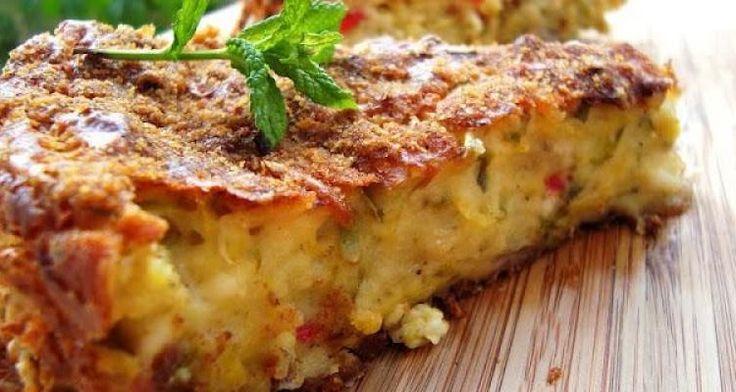 Υλικά 4 κολοκυθάκια 250 γρ. στραγγιστό γιαούρτι 2 αυγά 1 ποτήρι αλεύρι που φουσκώνει μόνο του 1 μεγάλο κομμάτι τυρί φέτα (200 γρ.) 1/3 ποτηριού καλαμποκέλαιο 1 μικρό κρεμμύδι 1/2 κόκκινη πιπεριά αλάτι πιπέρι άνηθο (φρέσκο ή ξερό) δυόσμο (φρέσκο ή ξερό) λίγη φρυγανιά τριμμένη κολοκυθόπιτα χωρίς φύλλο Εκτέλεση Τρίβετε στον τρίφτη τα κολοκυθάκια, …