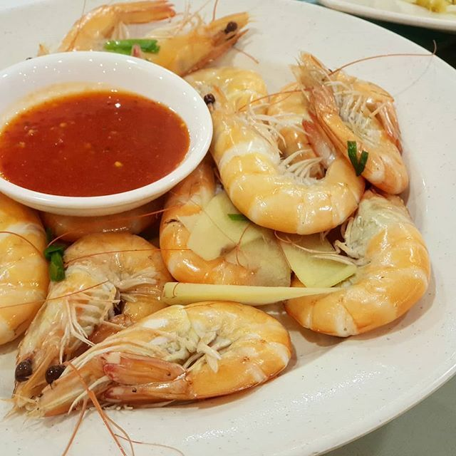 Wednesday Seafood With Friends First Time Trying Trying The Seafood At Hung Xing Seafood Restaurant These Prawns Are Fresh And Bo Seafood Restaurant Food Eat