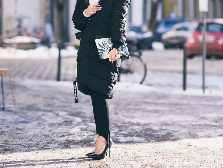 Eine Hose aus den Eighties und Nineties wird neu interpretiert – und das sieht richtig cool aus. Ich hätte ja nicht gedacht, dass die Steghose ihr Comeback feiern wird. In den 90er Jahren habe ich die Hose noch in der Schule getragen. Laut Wikipedia wurde die Steghose in den 1930er Jahren als Sport- und Freizeithose entdeckt.  http://fashiontipp.com