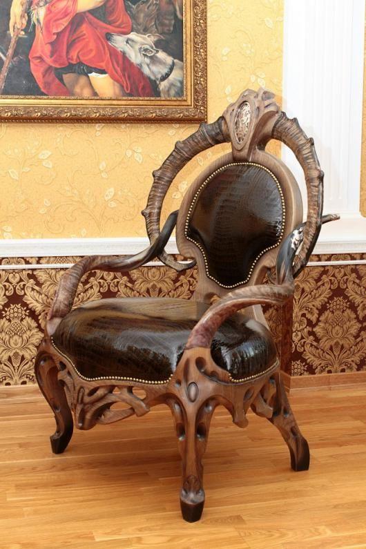 Резное кресло , дуб , рога . кожа