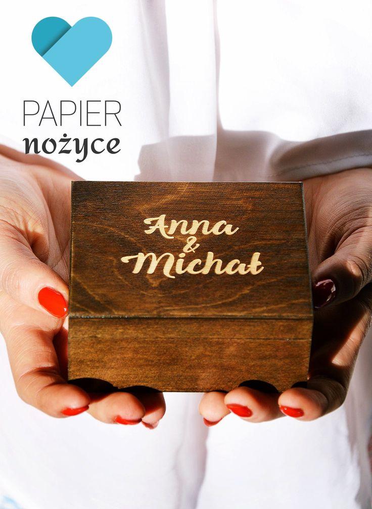 Drewniane pudełko na obrączki z grawerowanymi imionami <3 Pamiątka na całe życie.