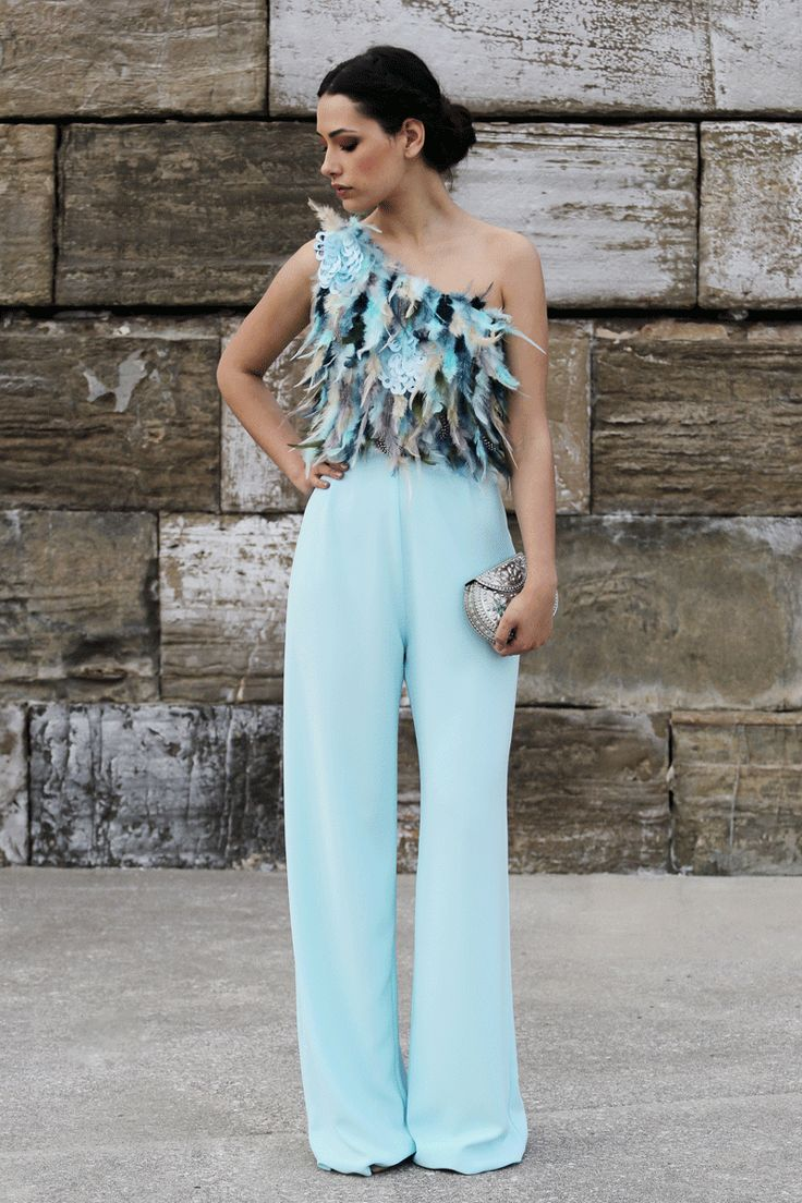 mono azul de plumas asimetrico con pantalones palazzo para boda evento fiesta coctel bautizo comunion graduacion de apparentia collection