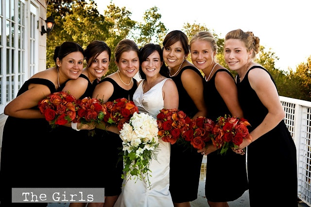 Bridesmaids in Little black dresses, red bouquets