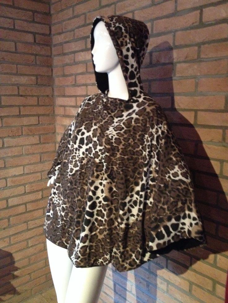 Mantella Peut-être leopardata con cappuccio interamente doppiata in jersey nero