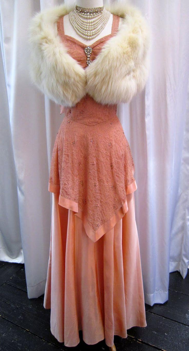 1000  ideas about 1940s Evening Dresses on Pinterest  Vintage ...