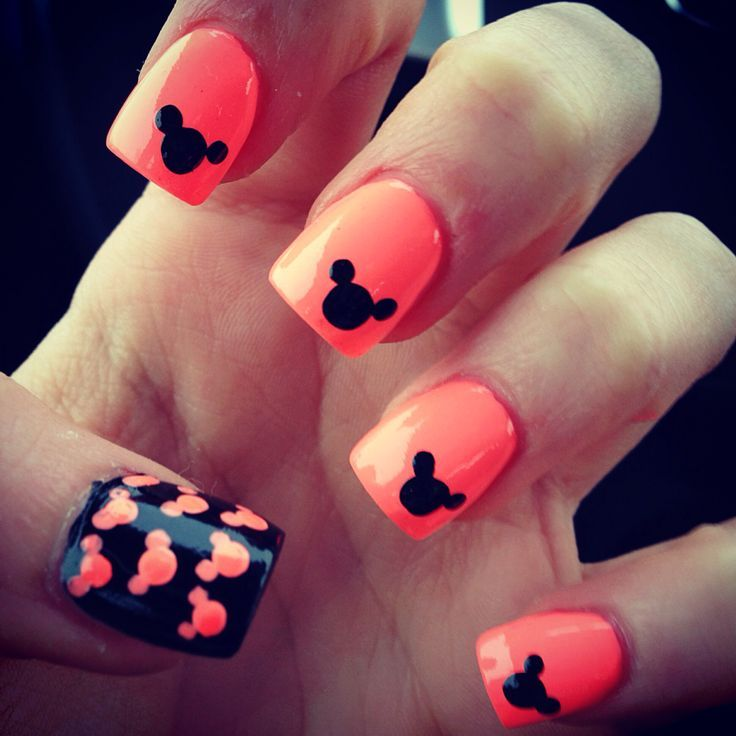 Coral-colored Mickey Mouse nail art! This design is just absolutely gorgeous!