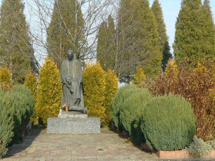 Figura błogosławionego Bronisława Markiewicza