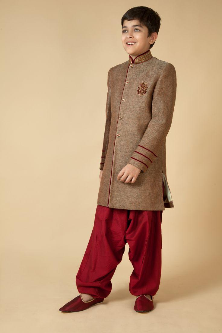 Jute Indowestern sherwani with polysilk patiala embellished with resham, zari and katdana embroidery. Item number KB15-22
