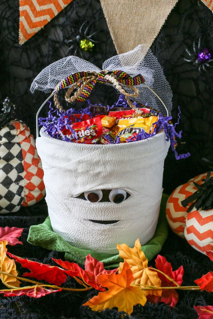 "Your friends will think you're oh so sweet when you give them this ""BOO"" basket full of treats. #BooItForward"