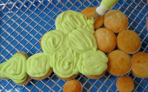 dinosaurs cupcake cake