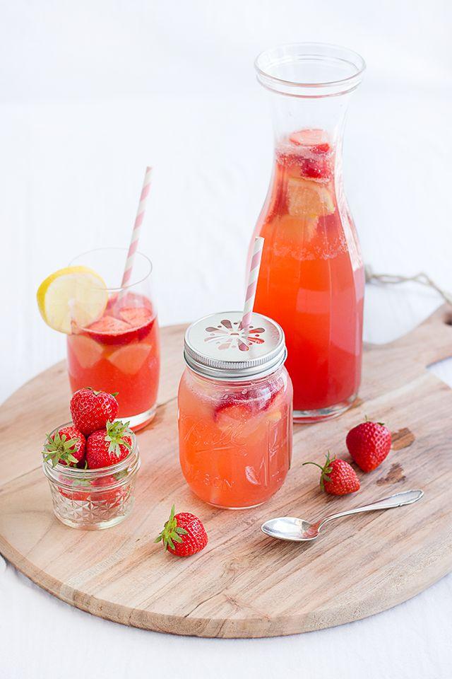 Erdbeer-Melonen-Limonade - ein easy peasy Sommerdrink, schnell zusammengerührt und super erfrischend. Mit keinem oder nur wenig Zucker.