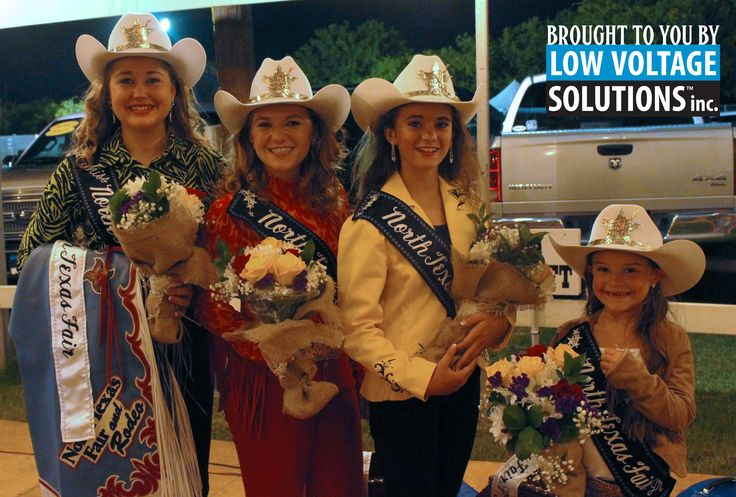 In Texas, all of our tiaras have to fit over our Stetsons! Sign up to compete for one of our Miss Rodeo North Texas Fair competitions today.  ¡En Texas nuestras coronas deben quedarnos sobre nuestros sombreros! Regístrate para competir en una de nuestras competiciones de @Miss Rodeo North Texas Fair hoy!