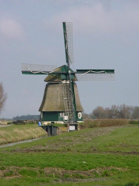 Groetermolen aan de Hargerweg in Schoorl in de gemeente Bergen Noord Holland. En in een... Nederland. Benelux. Europa. Westelijk halfrond. Wereld. Planeet Aarde. Ons melkwegstelsel. Helal...