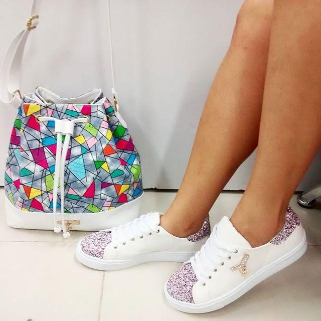 Combo bolso y calzado para dama precio 75.000 pesos  Todas las tallas del 35  al 40 #calzadomujer  whts 3002488901 - 3174287058  pedidos por whatsapp  #sexy  #moda  #colombia  #medellin  #selfie #cúcuta #yocreo #tacones  #sandalias #mujer #besos  #ipiales #cali #cuero  #shoes #mujeresemprendedoras #tenis #disfrutandolavida  #bucaramanga  #bolsos #modafeminina #venezuela #vinotinto  #nairo #love  #botas #colombia