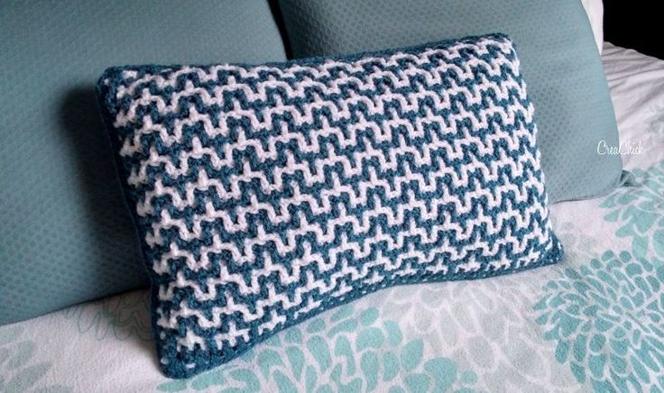 Interlocking Crochet pillow case. Free pattern. Kussen haken. Gratis patroon. Inclusief video tutorial.