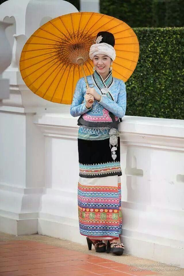 Shan ethnic dress
