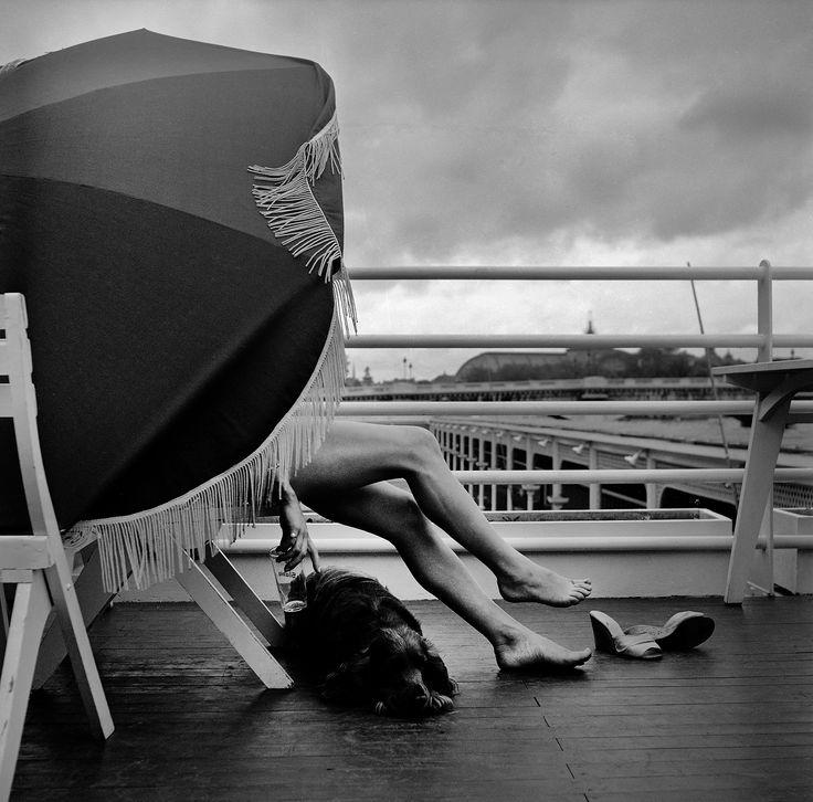 1955 sur le solarium de la piscine deligny qui se trouve for Piscine deligny