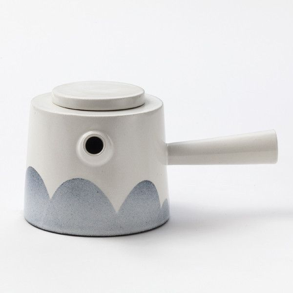 The teapot is designed with a strong touch of the East and especially from Japan. With its handle on the side the teapot sits comfortable in the hand and has a better balance in use than a teapot with an ordinary handle.  The teapot is 10 cm high and has a diameter of 11,5 cm at the top. The handle is 9,5 cm long. It can hold 8 dl. The teapot can be made for left-handed on request.