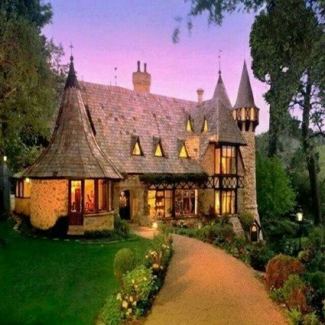 565 best images about dream cottages on pinterest for Fairytale cottage home plans
