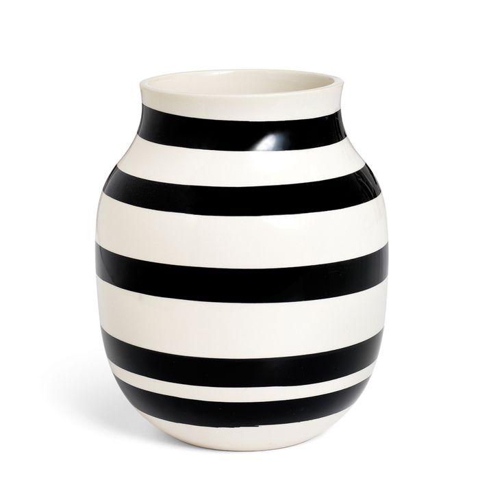 Omaggio Vase Black Medium - Ditte Reckweg and Jelena Schou - Kähler - RoyalDesign.com $52