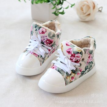 Im mostly against baby shoes before they can walk. but omg this floral print so cute!