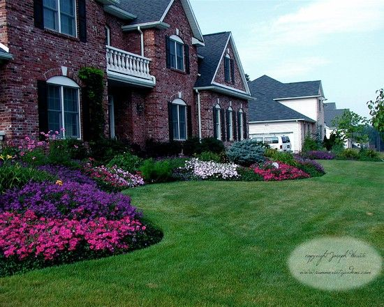 Traditional landscape front yard flower bed design for Front yard flower bed designs