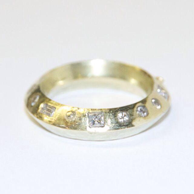 Oblique ring roman set with diamonds